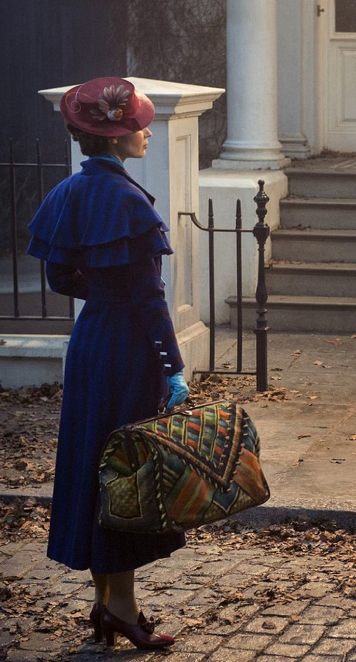 Emily-Blunt-hits-the-set-of-Mary-Poppins-Returns-in-London-3